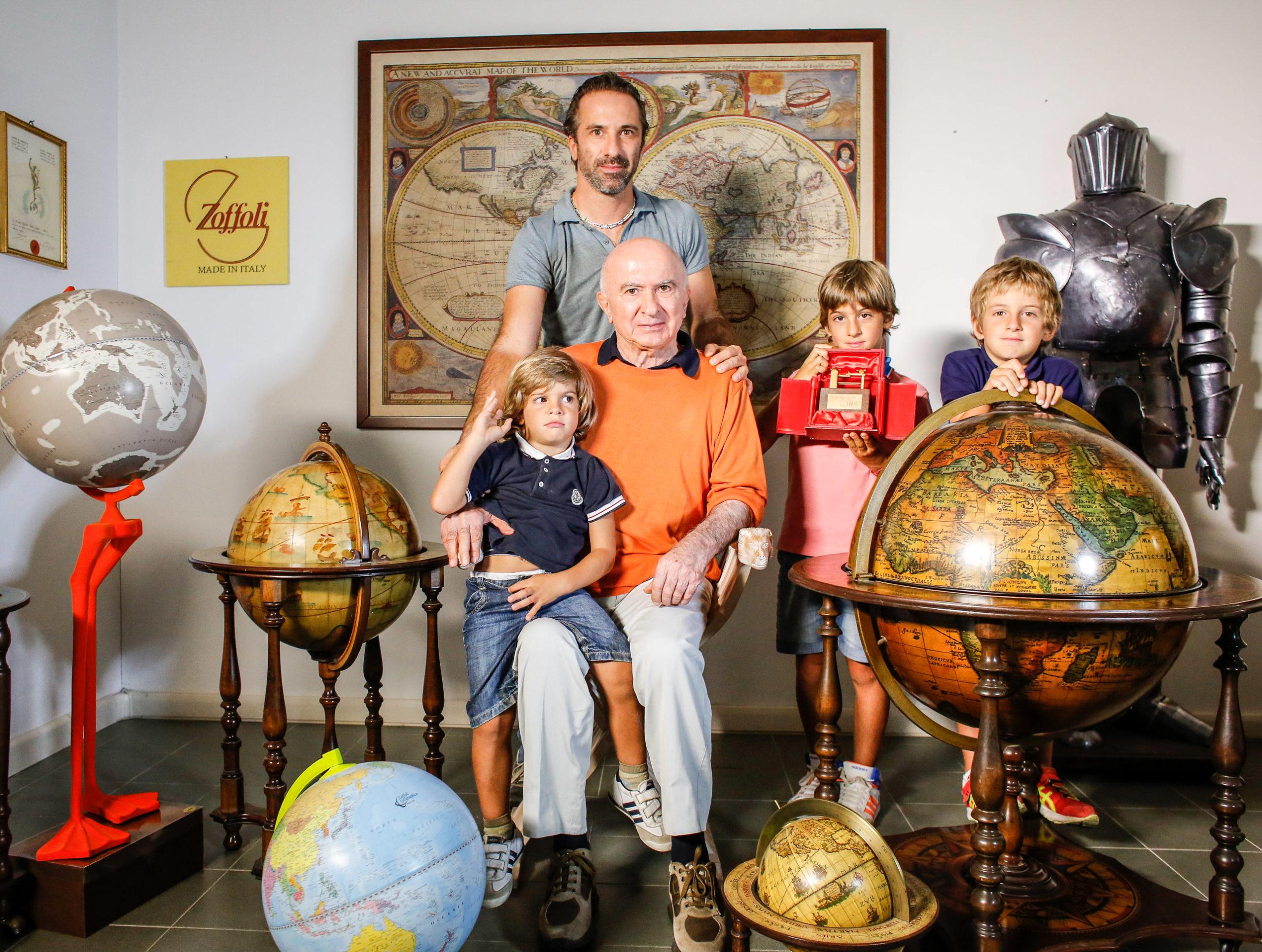 Mattia Zoffoli con i figli e suo padre Alfio